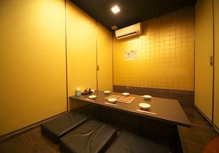 壁の金箔が贅沢な雰囲気